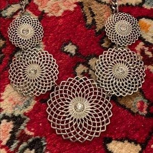 Jewelry - Silver tone sparkle necklace